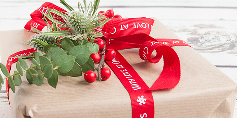 How To: Wrap Your Christmas Gifts Using Flowers
