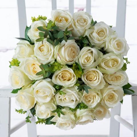 12 White Roses & War Horse Chenin Blanc