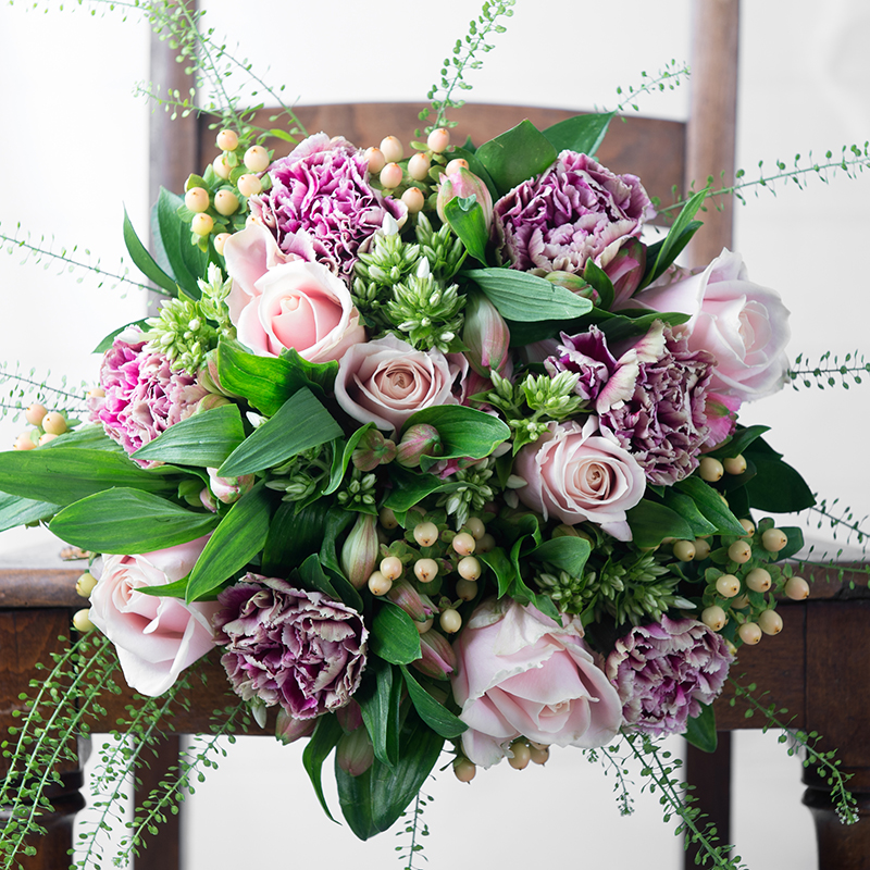 Flowers champagne champagne gift sets appleyard flowers bouquet negle Choice Image